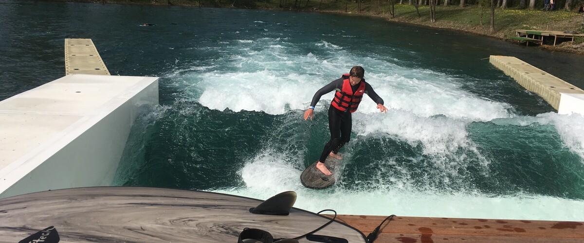 vidéo Le surf en eau douce