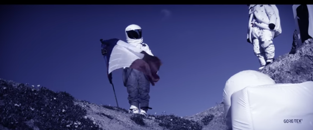 Moontain Skiing